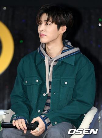 過去に薬物を購入した疑惑で韓国ボーイズグループ「iKON」を脱退したB.I(22、本名:キム・ハンビン)に対して、警察が再捜査の意志を明らかにした。(写真提供:OSEN)