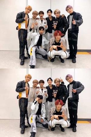 韓国ボーイズグループ「NCT 127」が、11日の「ミュージックバンク」に続き12日の「Show Champion」でも1位を獲得。新曲発売後、熱い反応が続いている。(提供:OSEN)