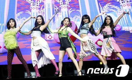 韓国ガールズグループ「Red Velvet」が、新曲「Zimzalabim」について語った。(提供:news1)