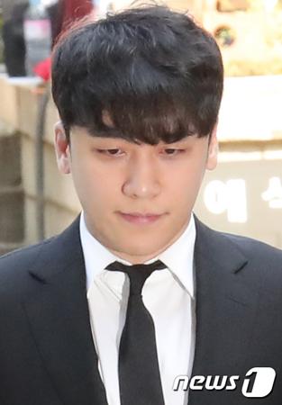 韓国歌手V.I(元BIGBANG、28)が、7つの容疑で検察に送致された25日に高級スパを訪れていたという。(写真提供:news1)