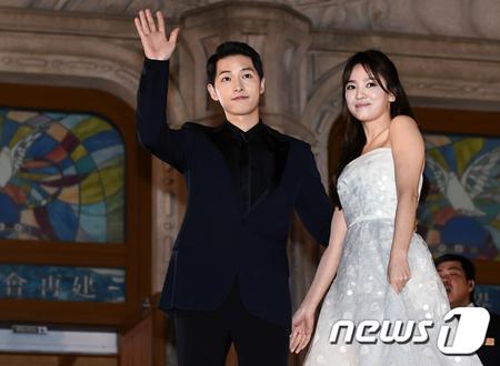 """""""韓流スターカップル""""で話題となった韓国俳優ソン・ジュンギと女優ソン・ヘギョが、結婚1年8か月で離婚手続きを進めている中、二人がなぜ裁判上の離婚手続きを踏んでいるのか関心が高まっている。(提供:news1)"""