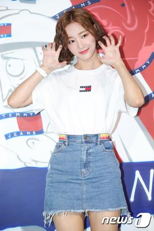 韓国ガールズグループ「MOMOLAND」メンバーのヨヌが、脱退するという噂が広まる中、所属事務所側がコメントした。(提供:news1)