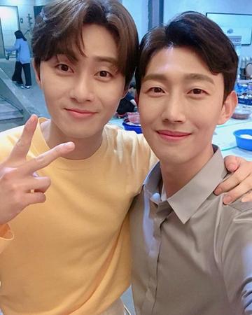 韓国俳優パク・ソジュンとカン・ギヨンのうれしいツーショットが公開された。 (写真提供:OSEN)