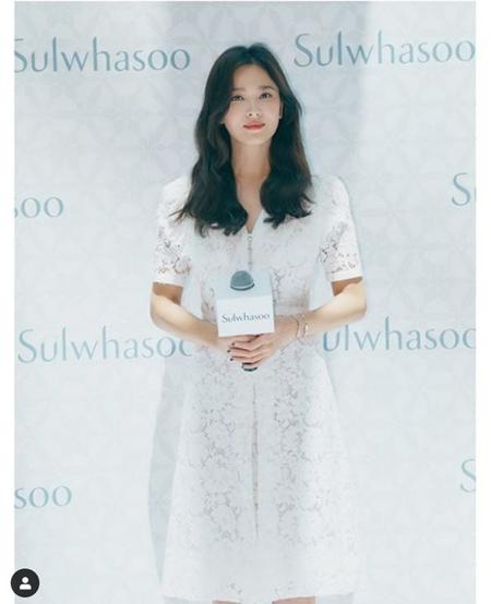 女優ソン・ヘギョ、ソン・ジュンギとの離婚発表後初の公の場=ファンに笑顔(提供:news1)