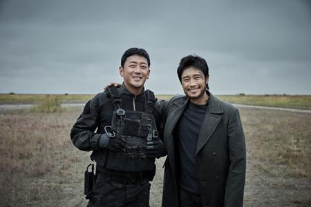俳優イ・ビョンホン主演映画「白頭山」、クランクアップ=ことし冬公開へ(画像:OSEN)