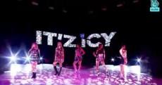 ガールズグループ「ITZY」のカムバック曲「ICY」が再生回数1100万回を突破したことに対し、メンバーらは驚きを隠せない様子だ。(提供:OSEN)
