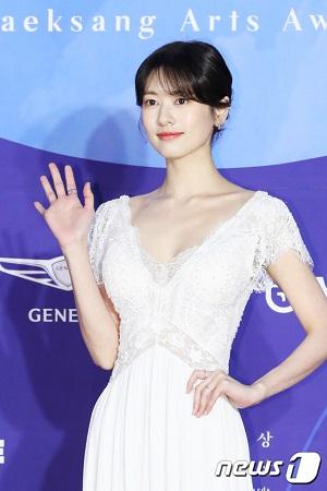 韓国版「イタズラなKiss」でヒロインを演じた俳優チョン・ソミンが、ソン・ジュンギ、パク・ボゴムが所属するBLOSSOMエンタテインメントへの移籍が有力となった。(提供:OSEN)