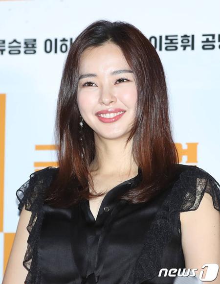 女優イ・ハニ、キム・ジウン監督の仏ドラマ出演を「前向きに検討中」