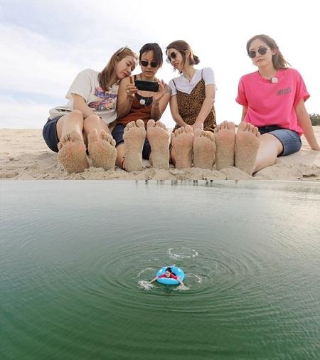「Fin.K.L」が、蔚山の海で水遊びを楽しんだ。(提供:news1)