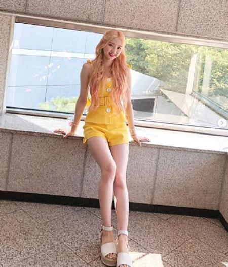 ガールズグループ「OH MY GIRL」のジホが、最強の脚線美を公開した。(提供:OSEN)
