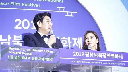 第1回「平昌南北平和映画祭(1st PyeongChang International Peace Film Festival)」の開幕式が16日、平昌オリンピックスタジアムで盛大に開かれた。(提供:OSEN)