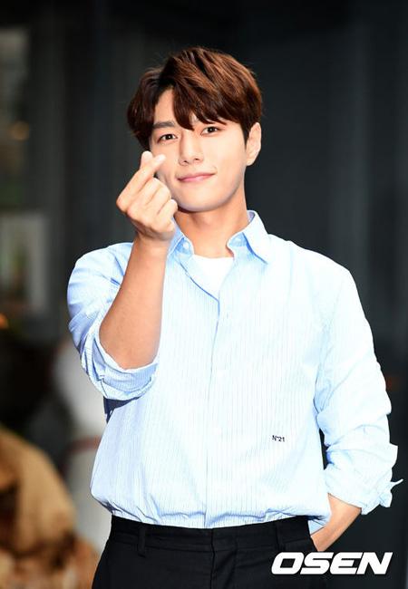 Woollimエンターテインメントがアイドルグループ「INFINITE」エル(キム・ミョンス)の再契約に関して立場を発表した。(提供:OSEN)