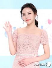 女優イ・ヨルムが、SBSのバラエティ「ジャングルの法則」騒動後、初めてSNSで心境を語った。(提供:news1)