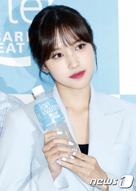 韓国ガールズグループ「TWICE」ミナのグループ活動復帰に関して、JYPエンターテインメント側が公式的な回答を避けた。(提供:news1)