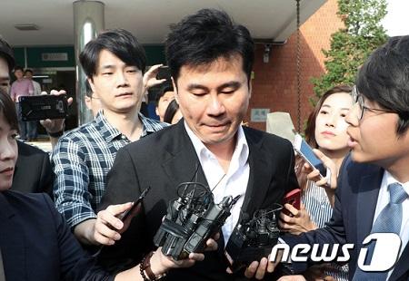 ヤン・ヒョンソク元YGエンターテインメント代表(49)が警察に出頭し、約23時間に渡って取り調べを受けた。(提供:news1)