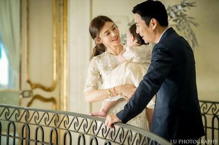 俳優チュ・サンウクと結婚した女優チェ・イェリョンが、愛娘のトルジャンチ(=満1歳のお誕生日会)の写真を公開して話題になっている。(写真提供:OSEN)