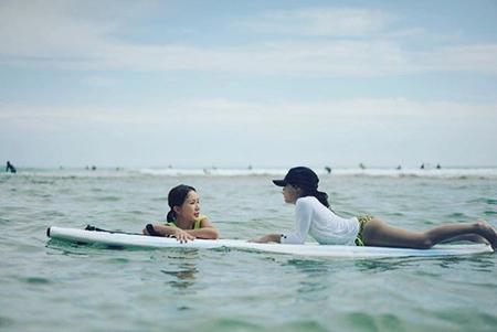韓国歌手兼女優のオム・ジョンファが、姪っ子と休暇を楽しむ様子を公開して話題になっている。(写真提供:OSEN)