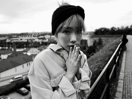 テヨン(少女時代)、グラビアのような日常…白黒写真からも醸し出されるアイドルオーラ(提供:OSEN)