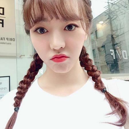 韓国ガールズグループ「少女時代」メンバーのサニーが公開した三つ編みヘアーの写真が話題になっている。 (写真提供:OSEN)