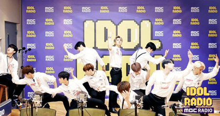 新人グループ「X1」、「アイドルラジオ」に初出演し宿舎生活エピソードを公開(画像:OSEN)