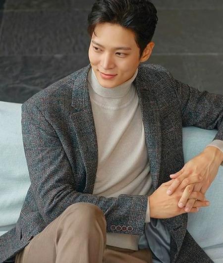 俳優チュウォン、秋のグラビアがステキすぎると話題(写真提供:OSEN)