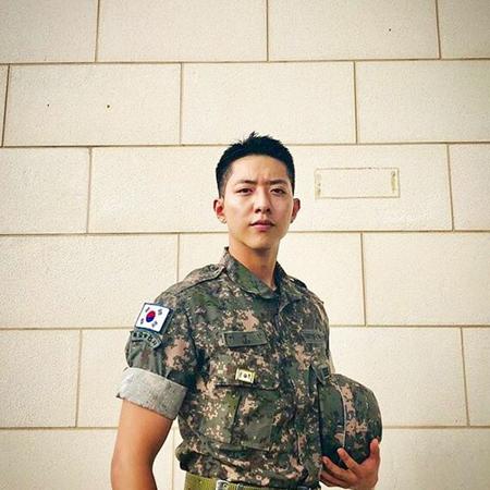 韓国バンド「CNBLUE」メンバーのイ・ジョンシンが近況を伝えて話題になっている。(写真提供:OSEN)