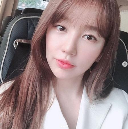 女優ユン・ウネが、沸き立つ美貌をアピールした。(提供:news1)