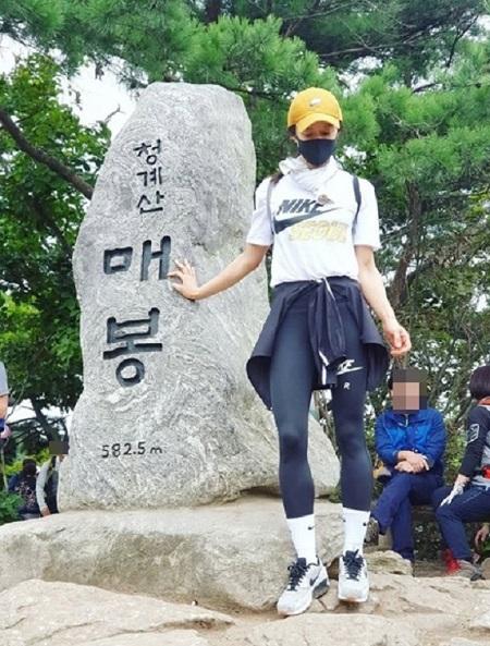 女優イ・シヨンが、清渓山登山での自撮り写真を公開した。(提供:OSEN)