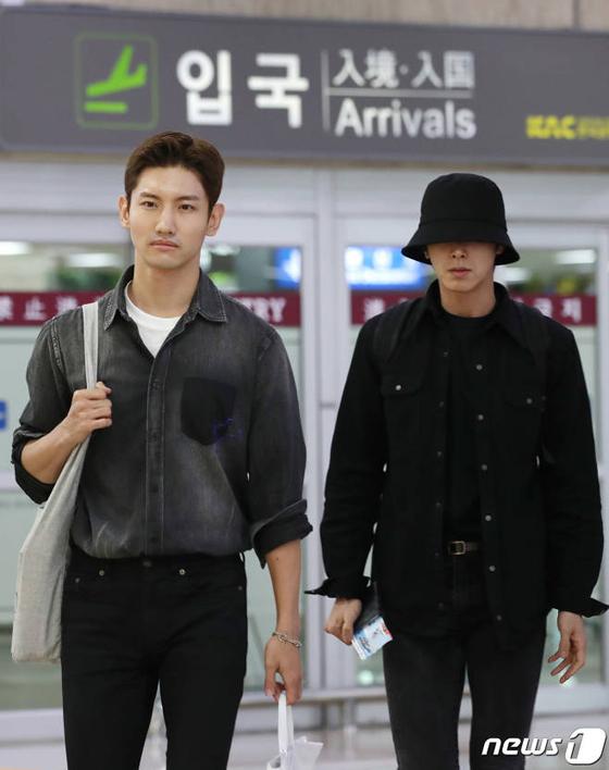 「東方神起」ユンホとチャンミン、憔悴しきった表情で帰国(画像:news1)