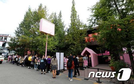 「防弾少年団」、江南にオープンしたポップアップストアが話題(提供:news1)