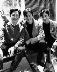 イ・ビョンホン&イ・チョンジェ&チャン・ドンゴン、韓国代表イケメン俳優総揃い…目の保養スリーショット (提供:Osen)