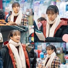 女優チョ・ユンヒ、ドラマ撮影現場のビハインドカット…寒波にも負けない演技の情熱(提供:Osen)