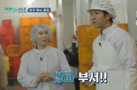 TVNのバラエティ「金曜日、金曜日の夜に」で、俳優のイ・スンギが楊州の野菜工場を訪問する様子が放送された。(提供:news1)